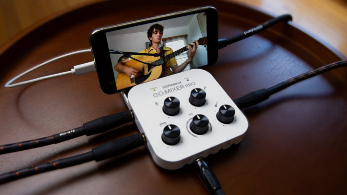 GO:MIXER PRO hooked up with a smartphone