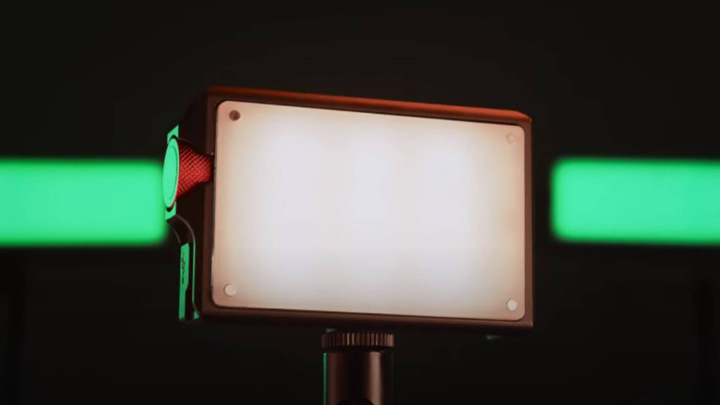 This small light offers up to 130 gel colors