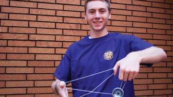 Young man illustrating awesome yo-yo tricks