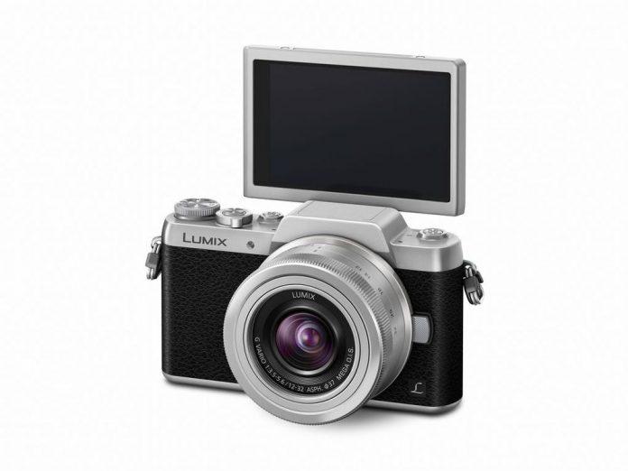 Panasonic DMC-GF7 - Viva La Selfies!