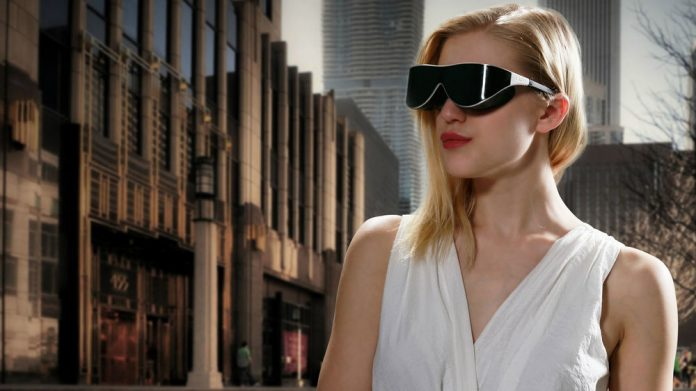 Dlodlo VR Glasses on Woman